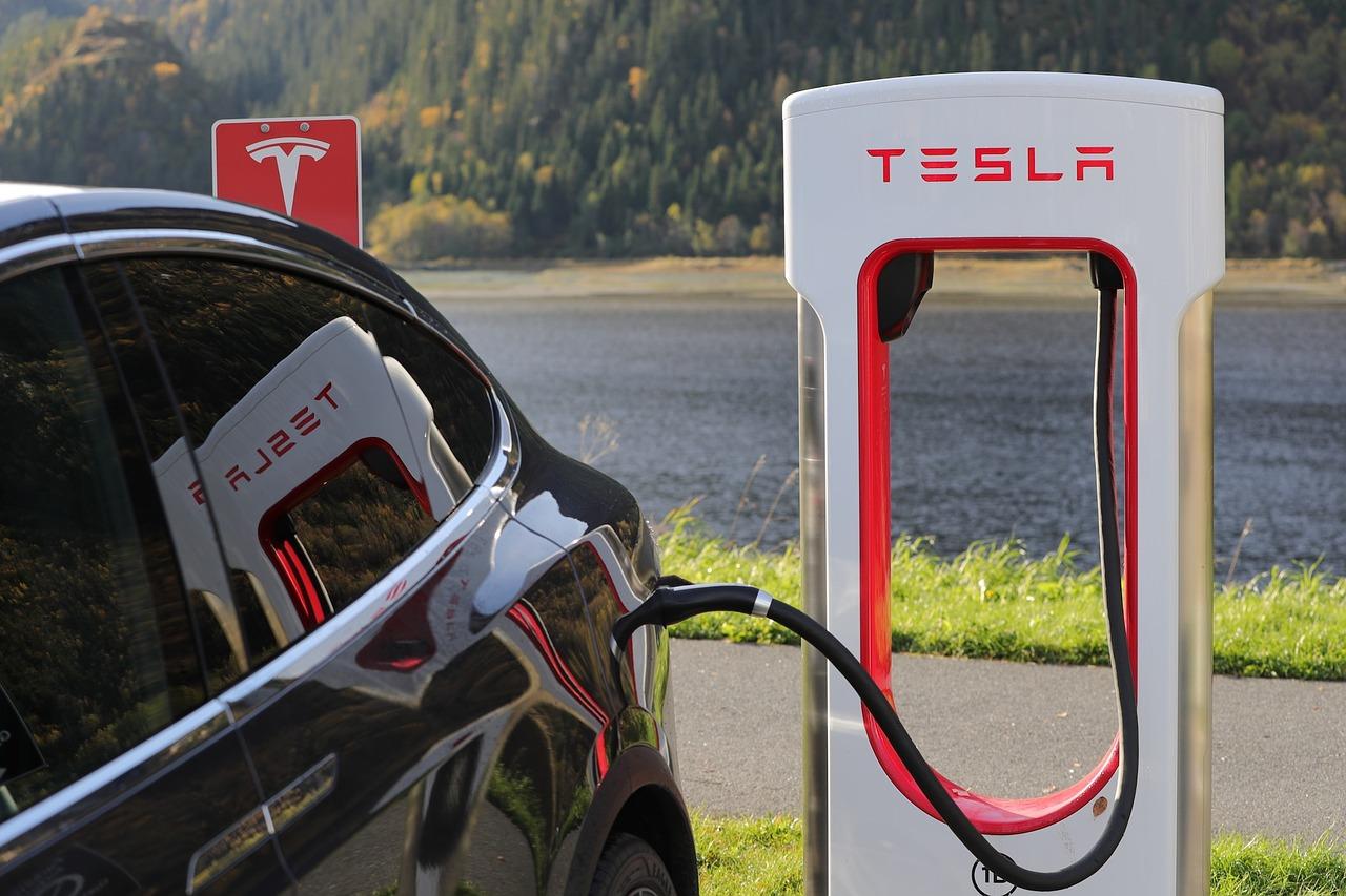 Elektrický automobil Tesla