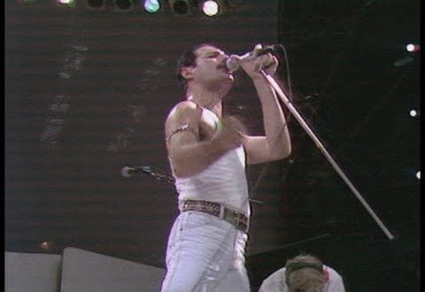 Koncertu Live Aid v roce 1985 se zúčastnila i skupina Queen