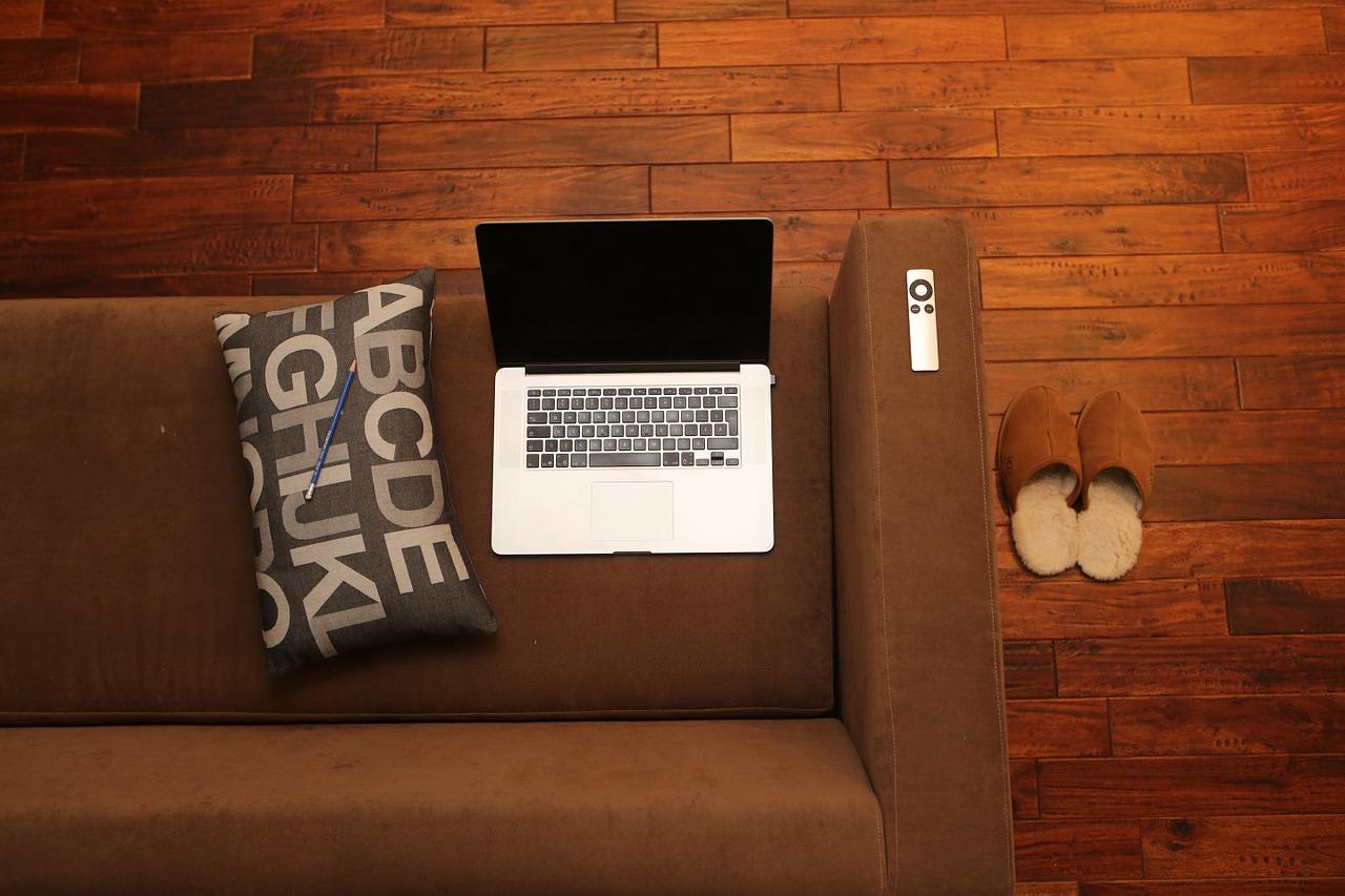 Laminát, vinyl nebo dřevo? Jak vybrat tu správnou podlahu