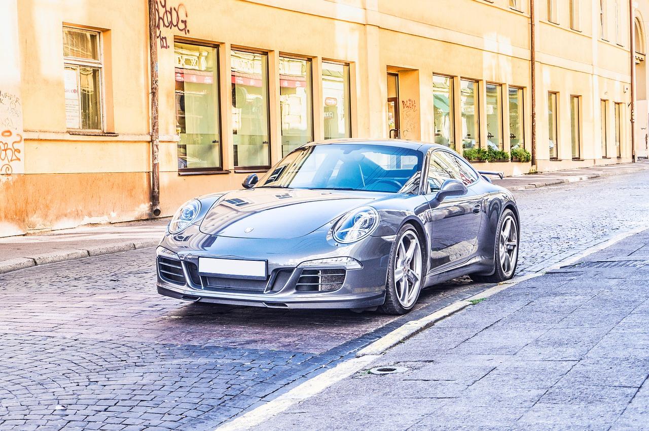 Znáte Porsche 911 Carrera?