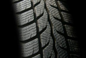 Vyplatí se volit celoroční pneumatiky? Záleží, jak často jezdíte a co od nich čekáte