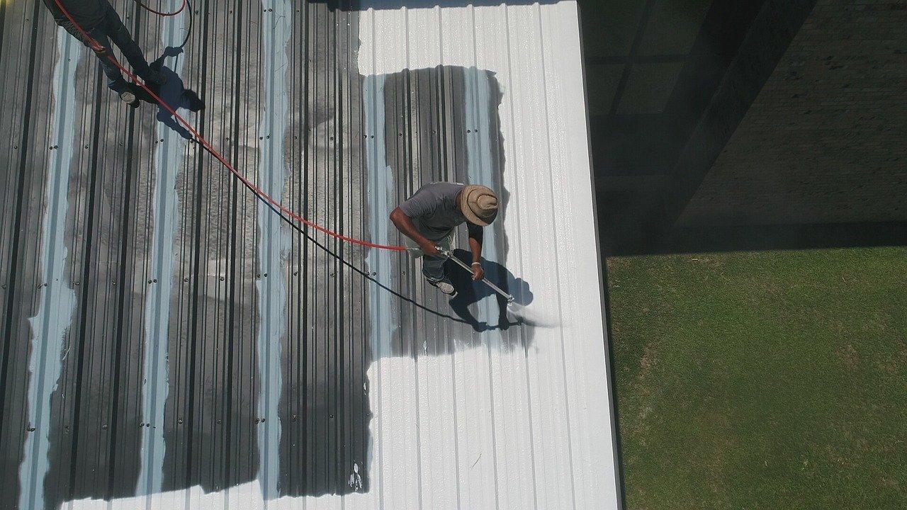 Rozhodli jste se natřít střechu? A jaká je předpověď počasí?